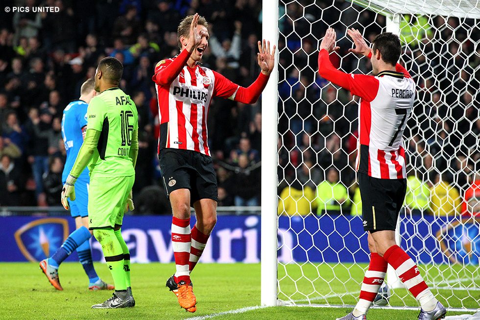 PSV pewnie pokonuje AZ Alkmaar 3:0